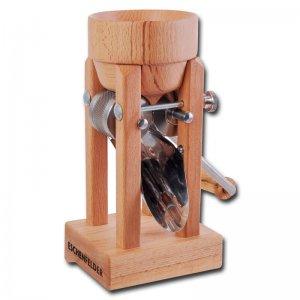 Bild zu Eschenfelder Kornquetsche mit Holztrichter aus Kernbuche