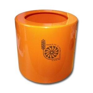 Bild zu Oranger Mantel für F50
